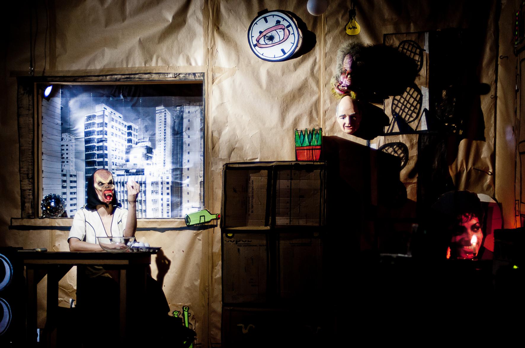 """Idealizado pela atriz Mariana Senne, """"Madame B - Fita Demo"""" é inspirado na obra """"Madame Bovary"""", de Gustave Flaubert. Direção de Cibele Forjaz. / São Paulo, SP"""